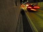 焼坂トンネルの狭い歩道